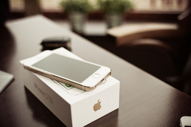 iphone-5s-gold-with-a-box