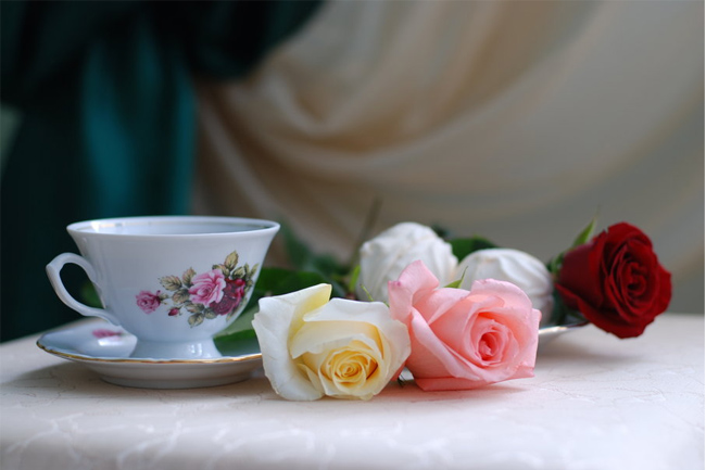 Roses-and-tea-wallpaper