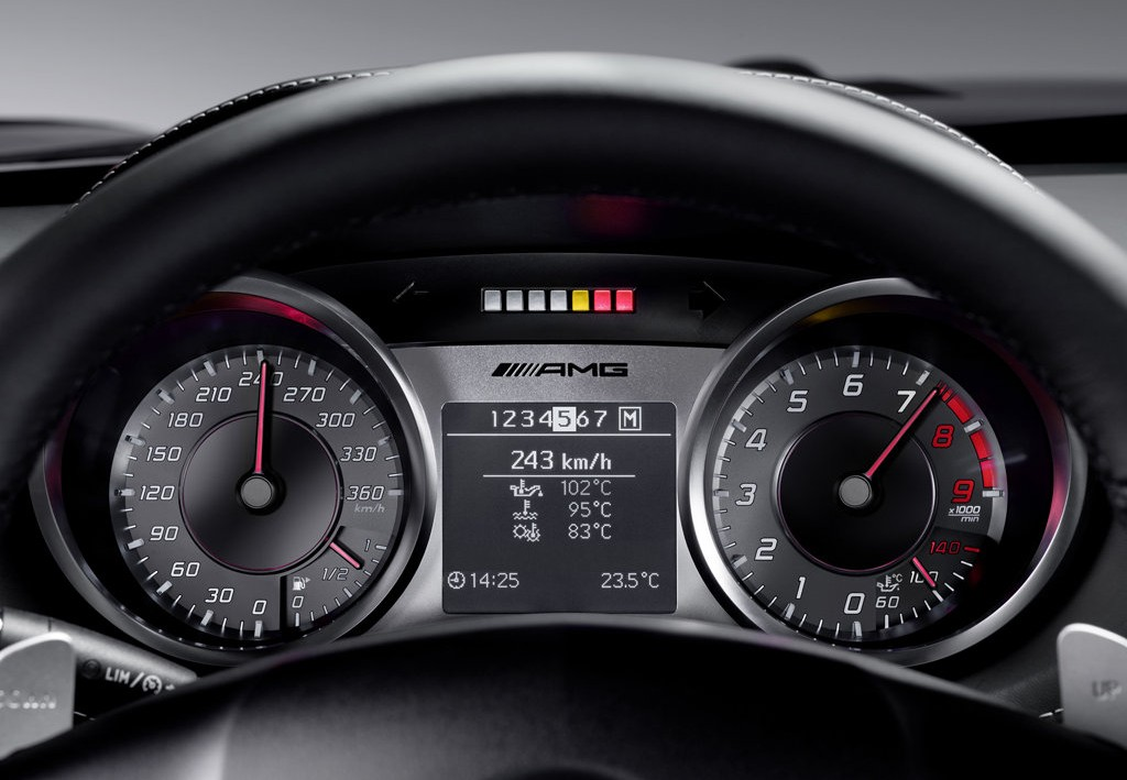 mercedes-benz-sls-amg-dashboard