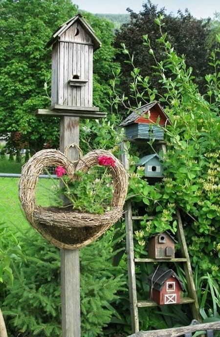 Using Birdhouses To Decorating Garden Or Backyard
