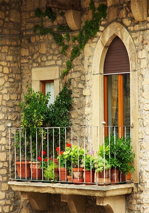 inspiring designs for decorating small balcony