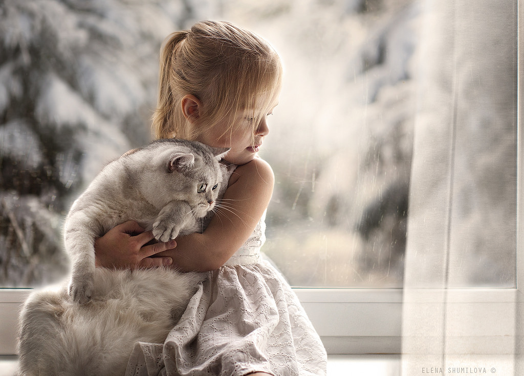 new-photo-series-of-kids-with-their-pets-from-elena-shumilova-9