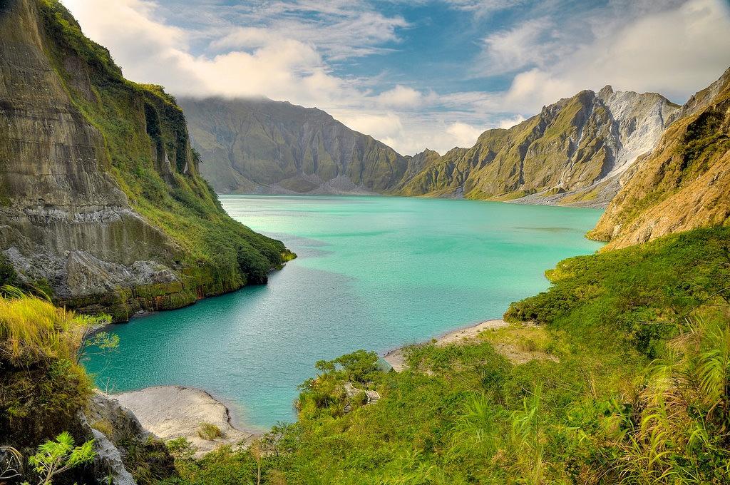 Lake-Pinatubo