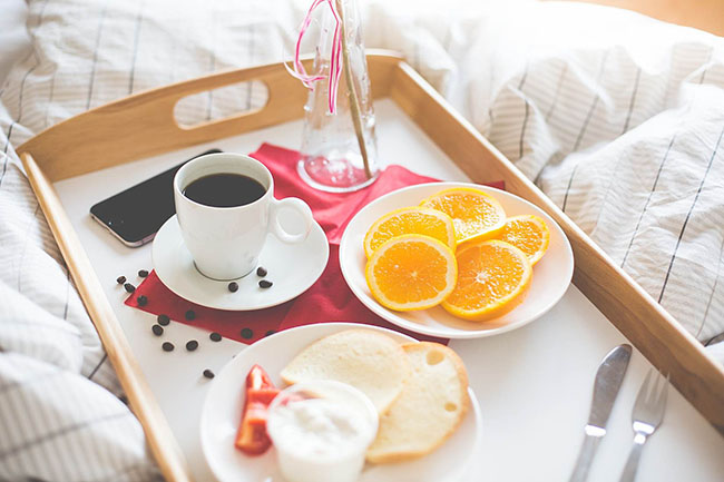 Fresh & Romantic Morning Breakfast in Bed