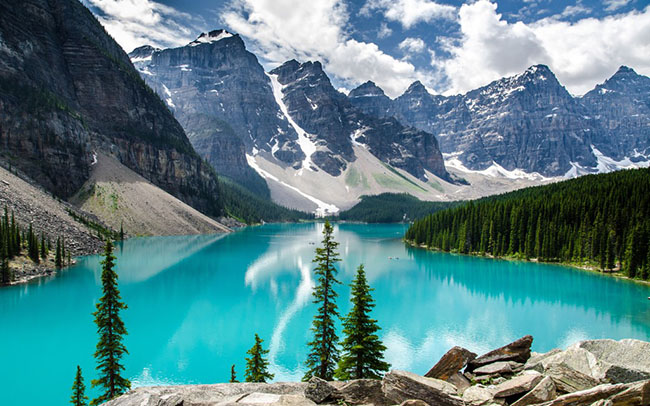 Moraine lake banff national wallpaper