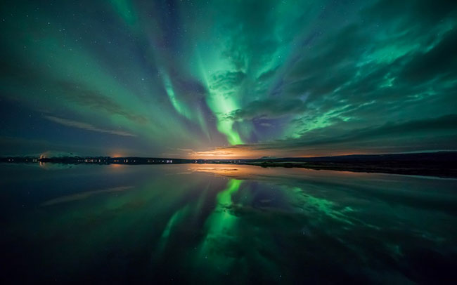 aurora over lake wallpaper