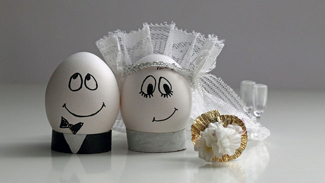 eggs_wedding_easter_decoration_couple