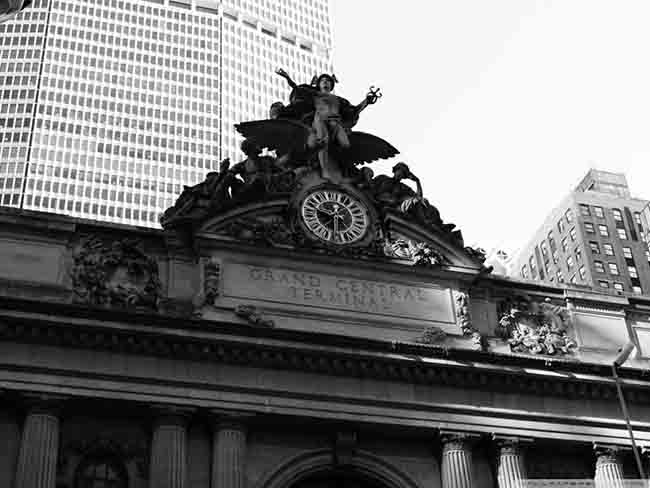 grand_central_bw-wallpaper-