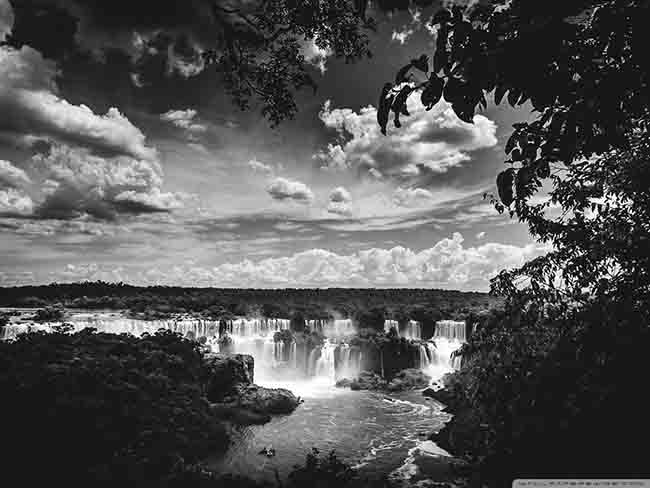 iguazu_falls_black_and_white_2-wallpaper-