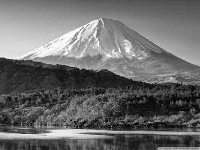 mount_fuji_black_and_white-wallpaper-