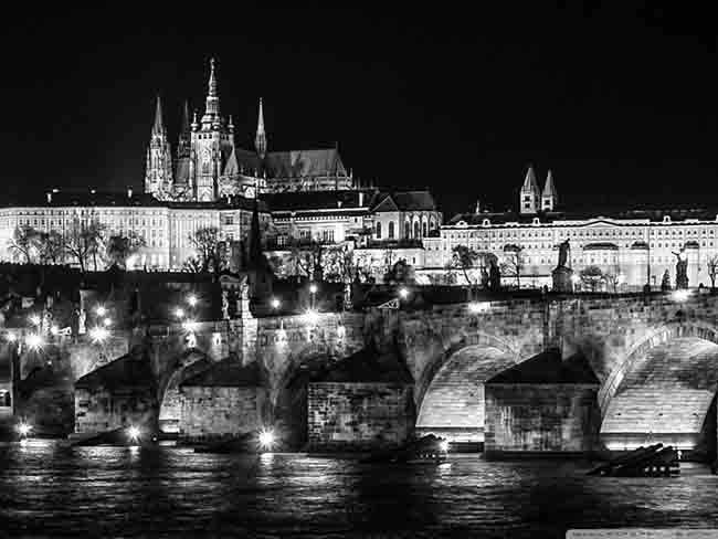 prague_at_night_black_and_white-wallpaper-