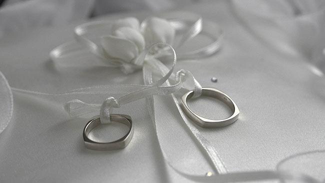rings_wedding_ribbon_black_and_white
