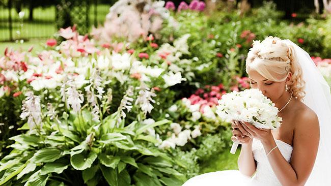 wedding_bride_bouquet_flowers_dress