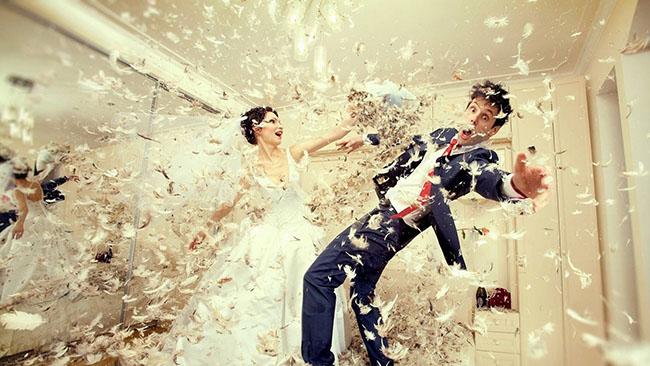 wedding_down_bride_groom_dress_fight